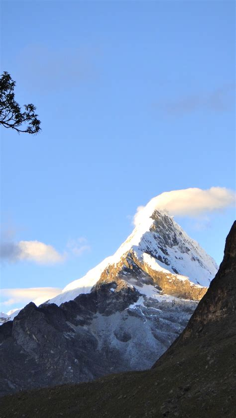 Pyramid Cornice Skiing In Peru S Cordillera Blanca Artesonraju Paramount
