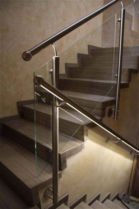 beleuchtung balkongeländer edelstahlgel 228 nder mit einer f 252 llung aus glas und einem