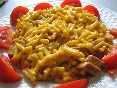 dogs dinner file flickr qmnonic 123431456 kraft dinner and veggie dogs jpg