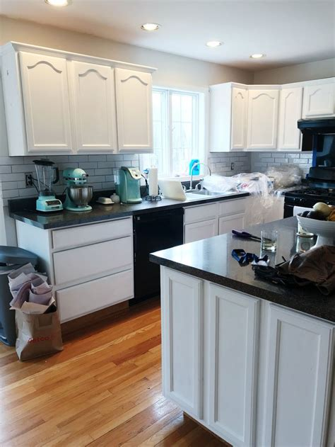 how to paint a cabinet with chalk paint best 25 chalk paint kitchen ideas on chalk