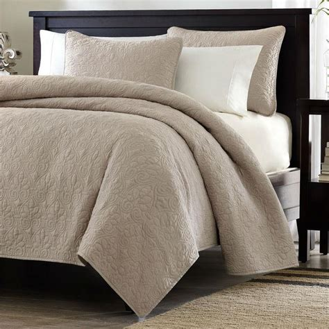 brown quilted coverlet full queen size khaki light brown tan coverlet quilt set