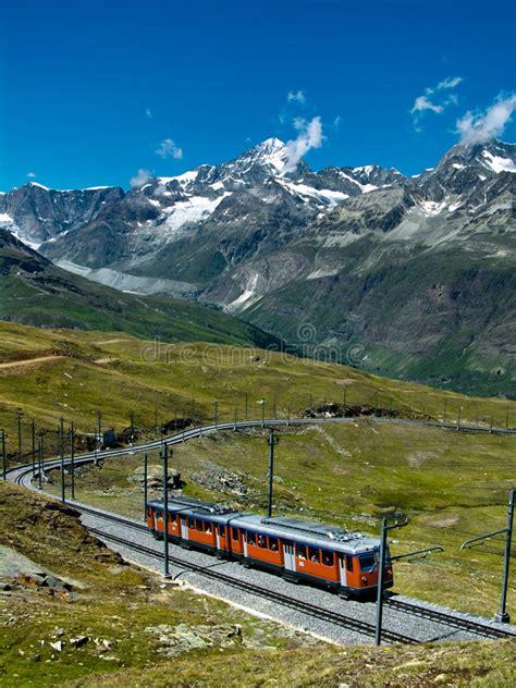 treno a cremagliera svizzera treno svizzera di gornergrat fotografia stock immagine