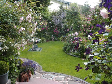Romantischer Garten Pflanzen by Ein Romantischer Rosengarten Der Garten Reinig