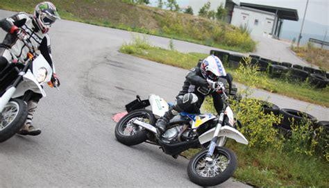 Motorrad 48 Ps Wie Schnell by Supermoto Test Testbericht