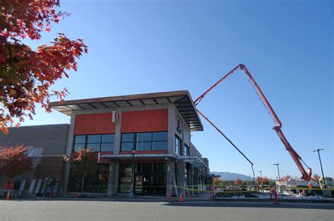 issaquah s grand ridge plaza celebrates openings of big