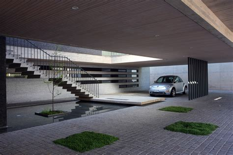 contemporary garage house 2 eduardo berlin razmilic archdaily