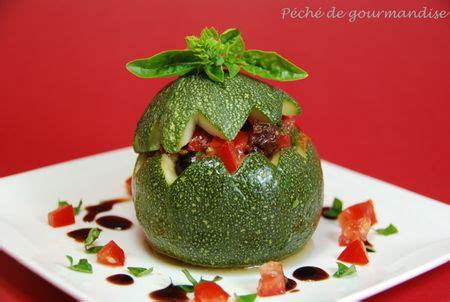 cuisiner les tomates s馗h馥s courgettes rondes aux deux tomates et tuiles 224 la tapenade