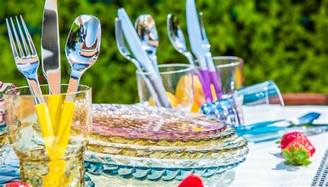 bicchieri tavola bicchieri colorati idee per apparecchiare la tavola
