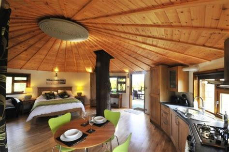 Octagon Cabin getaway in this huge tree house adorable home