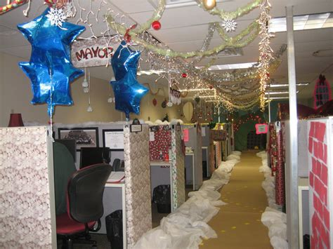 the ivesons christmas office decorating contest