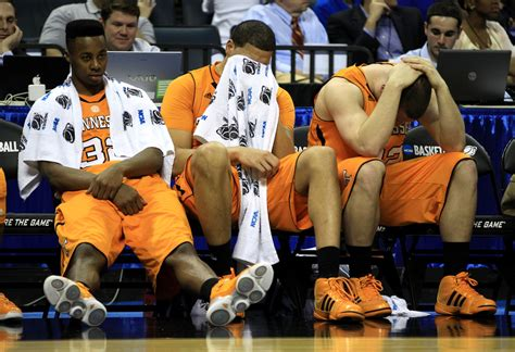basketball bench steven pearl and scotty hopson photos photos zimbio