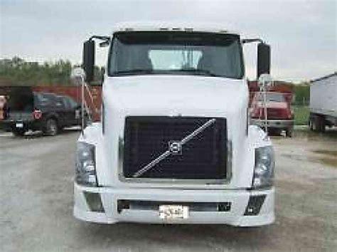 volvo big rig volvo vnl 2006 daycab semi trucks