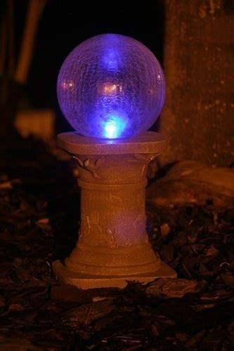 changing color crackled glass solar gazing ball outdoor