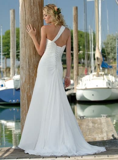 wedding  thailand ideas  beach wedding dress