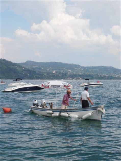 opblaasboot gardameer rondje varen op het gardameer italietips