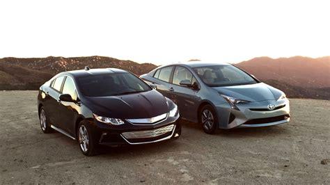 chevrolet volt vs toyota prius compare cars