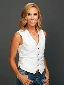 sheryl crow says breast cancer early detection saved her
