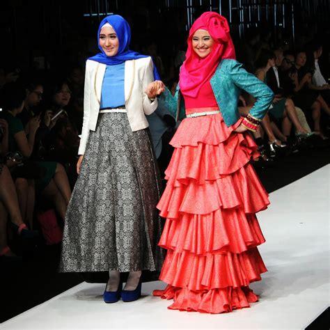 biography desainer dian pelangi beautiful modern hijab styles by dian pelangi hijabiworld