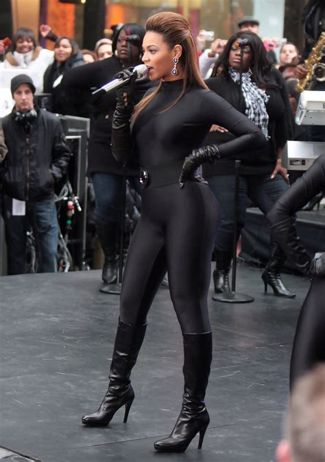 more pics of beyonce knowles leather gloves 35 of 35