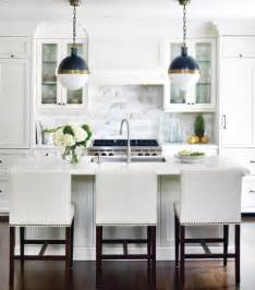 pictures of kitchen backsplashes with white cabinets white subway tile