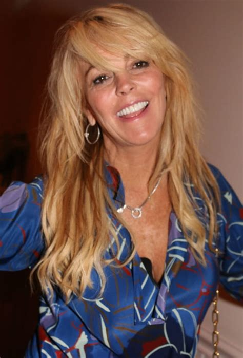 dina lohan short hair lindsay lohan to dina lohan please don t sell my crap