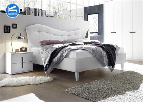 letti matrimoniali in legno letto matrimoniale ibianco con piedi in legno