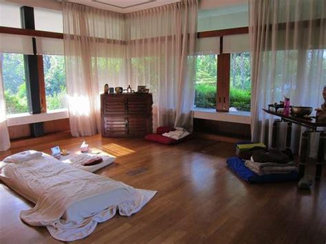 yoga bedroom best 25 home yoga room ideas on pinterest yoga rooms