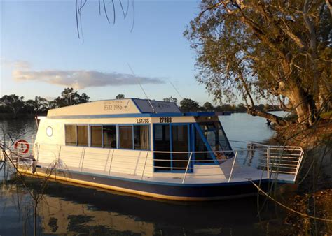 Airbnb Houseboat | escape the mainland with these 15 airbnb boats travel