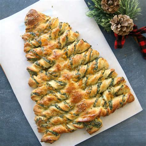 cresent roll christmas tree with spinach tree spinach dip breadsticks recipe iseeidoimake