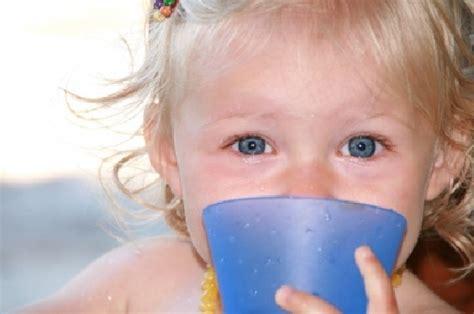baby ab wann trinken was und wie oft soll mein baby trinken mamiweb de