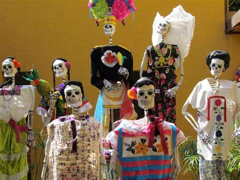 traditions of dia de los muertos the traditions and history of d 237 a de los muertos day of