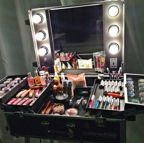 Portable Vanity Table 25 Best Ideas About Makeup On Makeup Makeup And Big