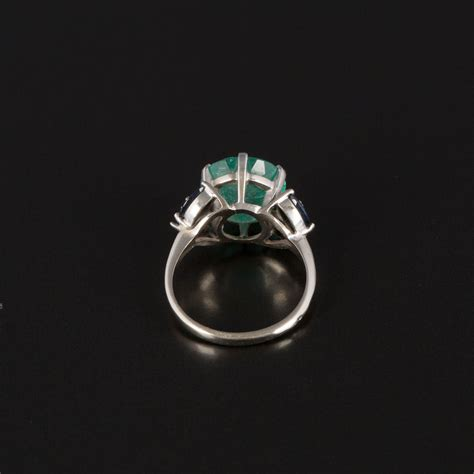 emerald ring with and sapphire shoulders expertissim
