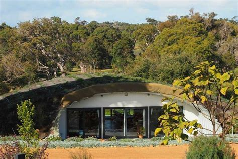 earth homes this earth sheltered australian hobbit home stays cozy all