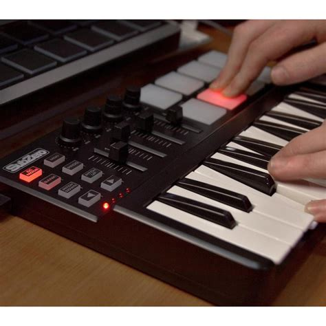 Keyboard Spc subzero spc mini key and pad midi controller at gear4music