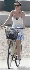 A Place Barefoot Katy Perry Keeps Phone Safe In Cleavage As She Enjoys July 4th Bike Ride Around Venice