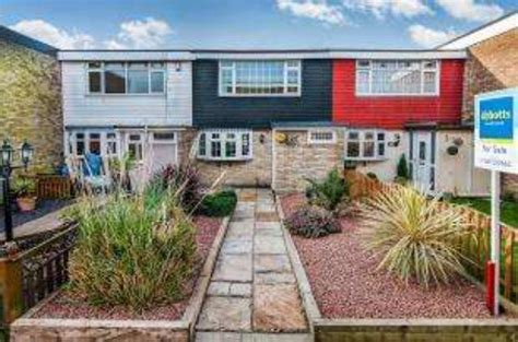3 bedroom house for sale in basildon essex 3 bedroom terraced house for sale in downey close basildon