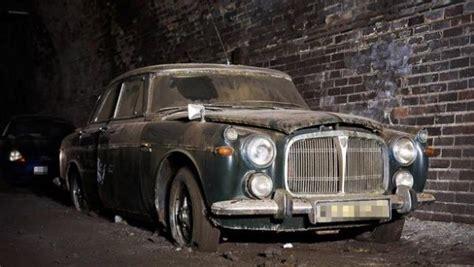 puluhan mobil klasik langka terbengkalai  bekas