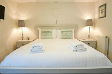double king size bed millgate double en suite king size bed picture of millgate bed breakfast masham