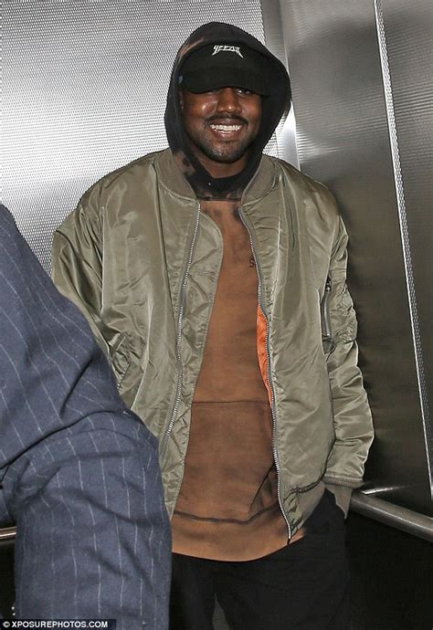 Jaket K125 Out Of Line Hoodie kanye west flashes a smile as he leaves and