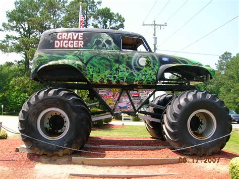 grave digger monster truck images grave digger monster trucks pinterest