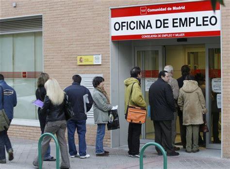 oficina desempleo madrid la falta de empleo eleva la emigraci 243 n de j 243 venes un 41