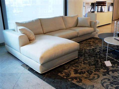 linea italia divani divano con penisola magia linea italia a prezzo ribassato