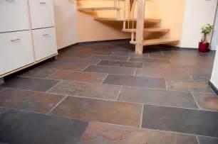 schieferplatten für terrasse wohnzimmer und kamin schiefer fliesen wohnzimmer