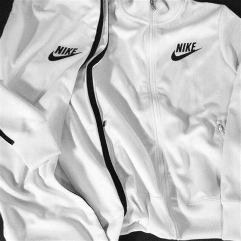 Hoodie Sweater Jaket Free You Run Nike Distro jacket white nike jacket nike sweater nike
