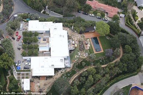Blueprints For Mansions by Jennifer Aniston Wants 60 000 Drive Through Wardrobe As