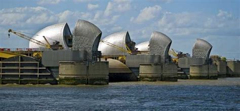thames barrier in the future ea s 163 300m thames estuary flood defence deal goes to ch2m