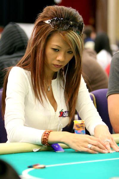 poker babes   beautiful poker players