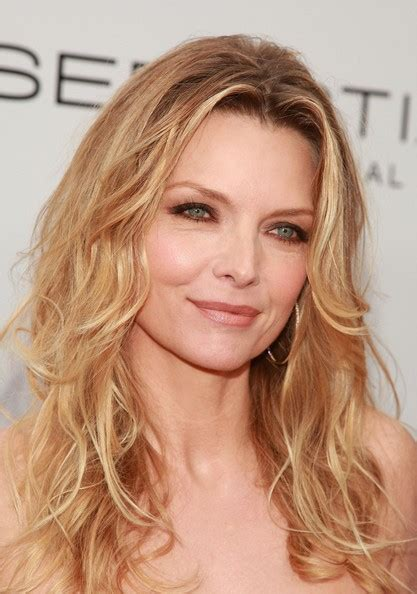 michelle pfeiffer hairstyles more pics of michelle pfeiffer layered cut 32 of 41