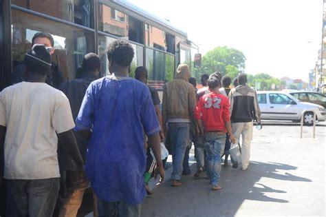 stazione pullman pavia centinaia i profughi arrivati alla stazione di rogoredo a